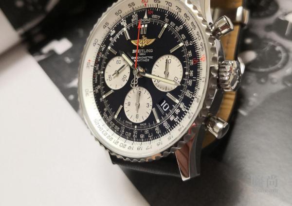 第一次买机械表,选择了百年灵金翅透底航空计时1!