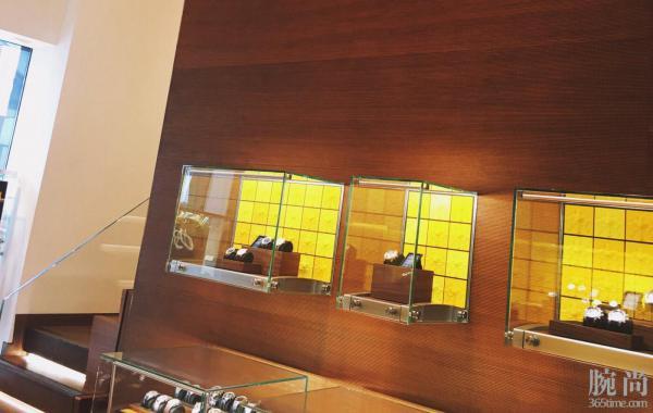 轩尼诗道旗舰店拿下百年灵新款复仇者计时蓝盘A13385101!
