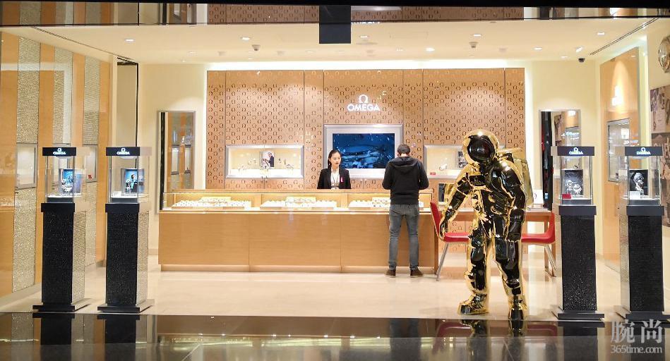 卡塔尔多哈机场遇到欧记钢链黑盘新海马,随便拔草成功!