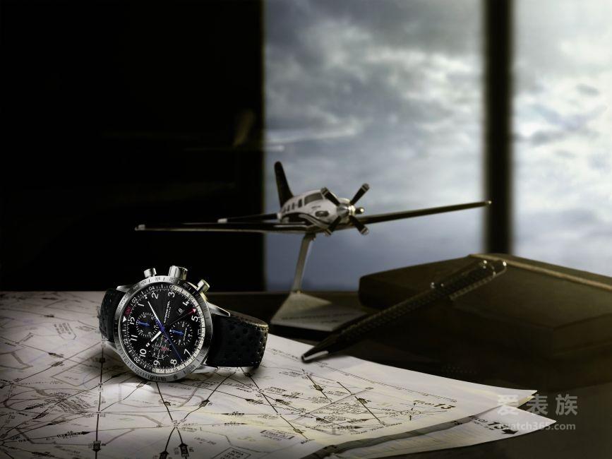 蕾蒙威推出首款自由骑士 PIPER 飞行员腕表