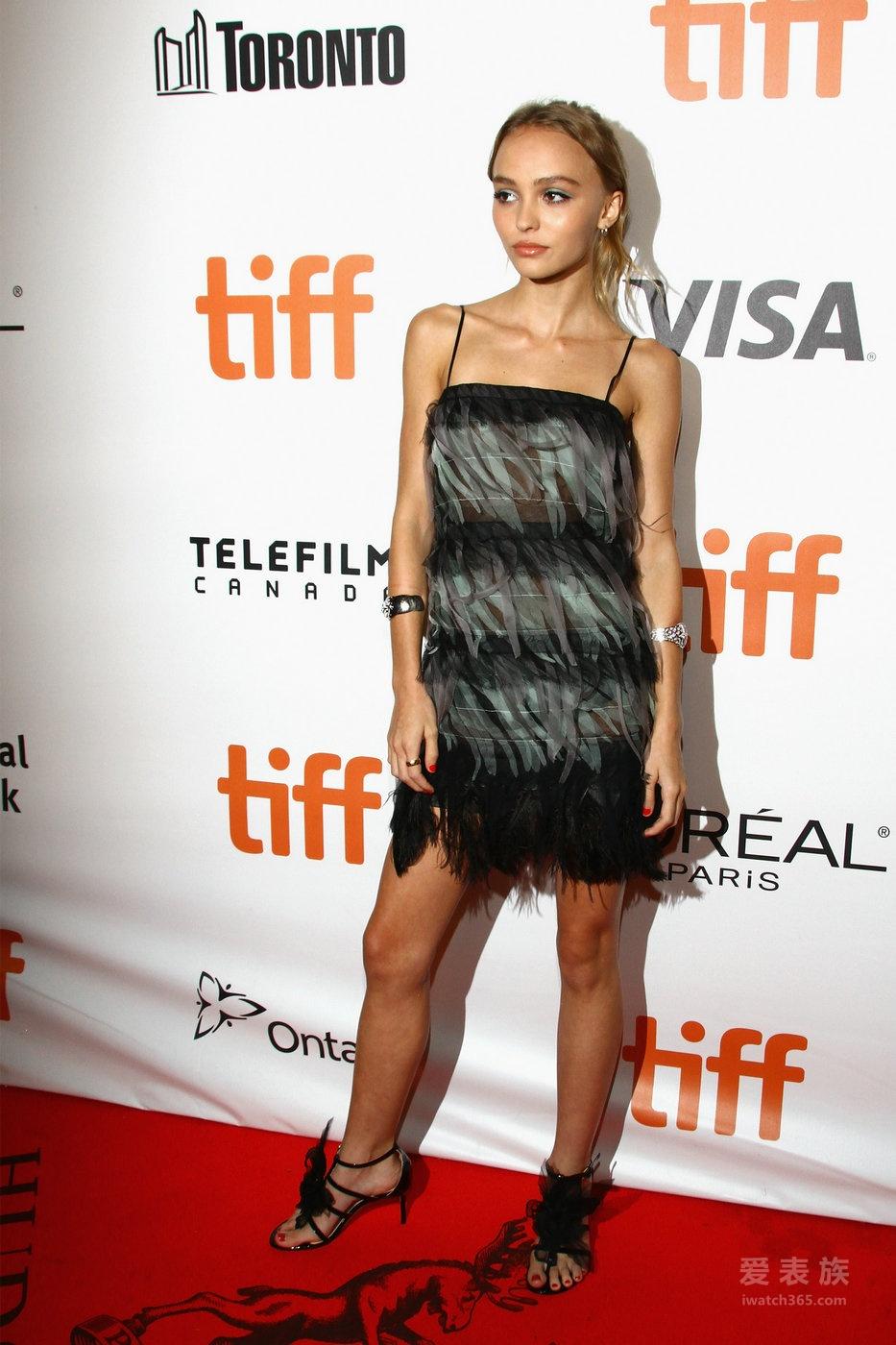 香奈儿——CHANEL 明星着装 | Lily-Rose Depp,Emma Stone出席多伦多国际电影节