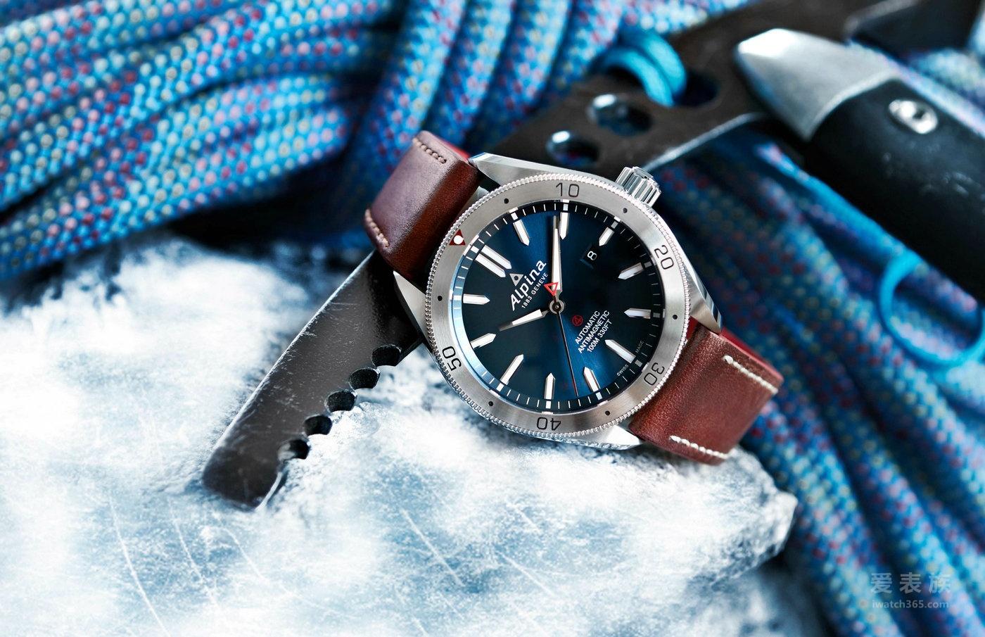 艾沛勒为Alpiner 极岭 4系列增添2款新成员:全新自动腕表及商旅两地时区自动腕表