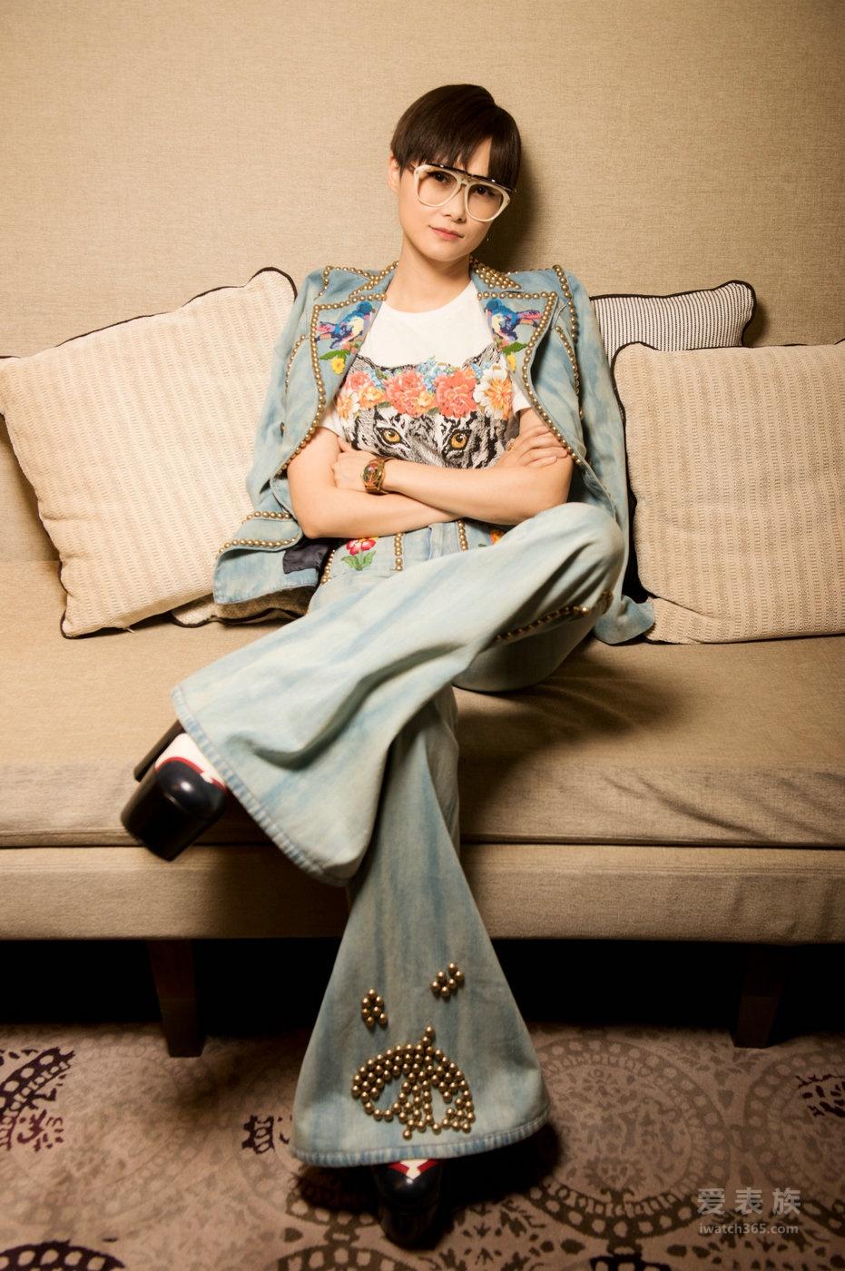 李宇春佩戴Gucci腕表首饰新品古驰亮相首次男女装合并时装秀及机场