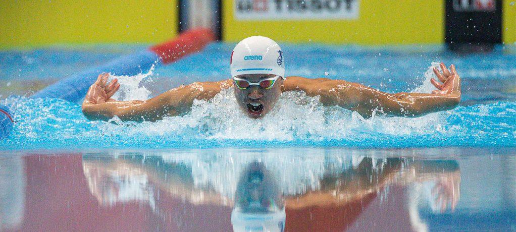这一刻 创造下一刻 泳坛女将打破世界纪录 天梭表亲历夺冠时刻