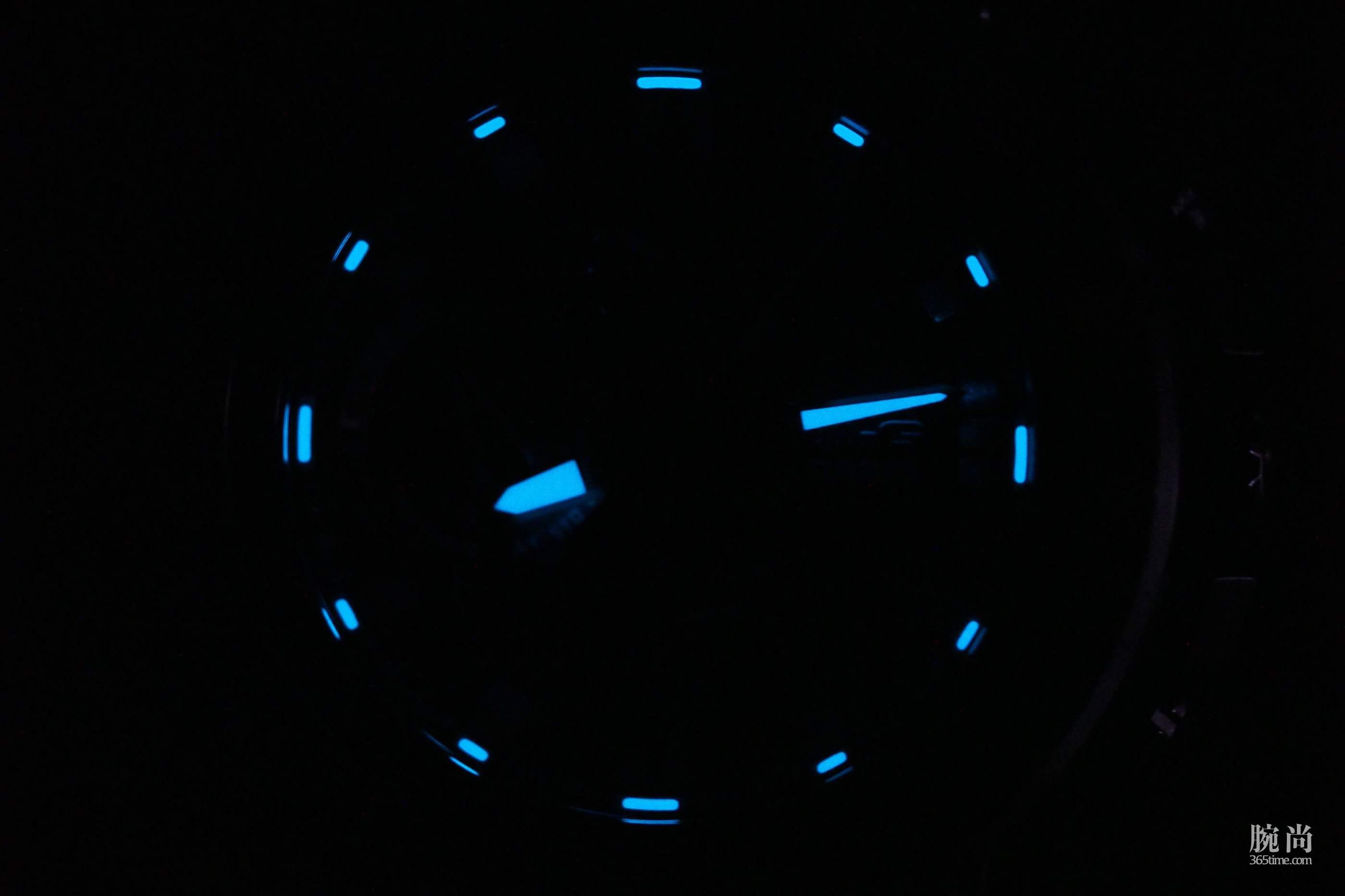 Casio-G-Shock-MTGB1000-1A-lume.jpg