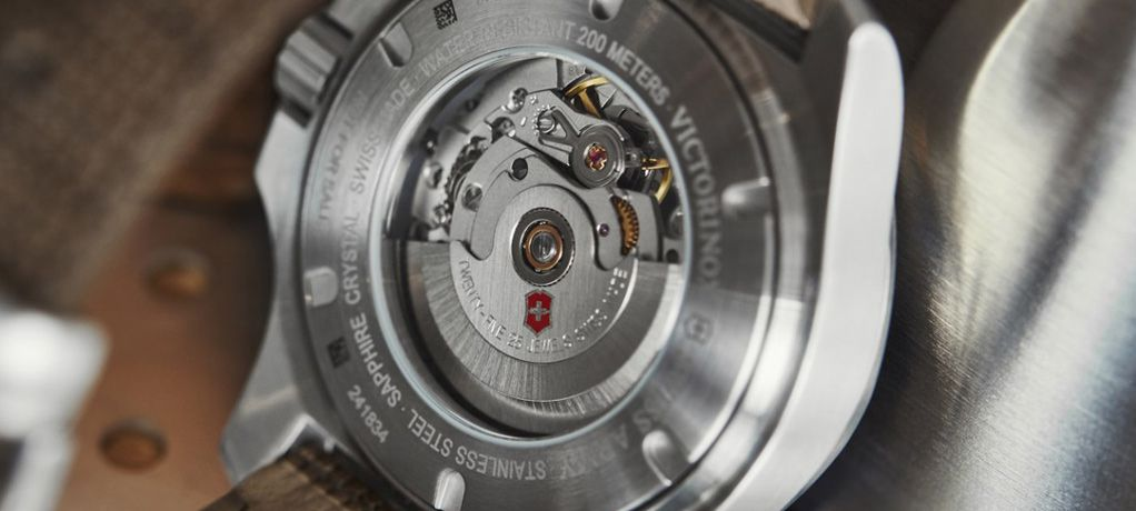 瑞士维氏首度把机械机芯植入I.N.O.X.系列腕表