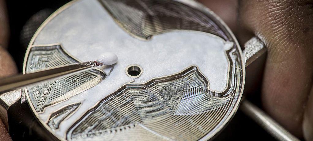 爱马仕全新推出独家皮革细工镶嵌工艺腕表 ARCEAU Cavales腕表和SLIM D'HERMÈS Les Zèbres de Tanzanie腕表