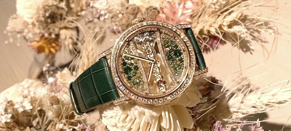 绿与蓝 源于自然的圣诞色彩 CORUM昆仑表献上金桥系列39毫米圆形腕表献礼圣诞