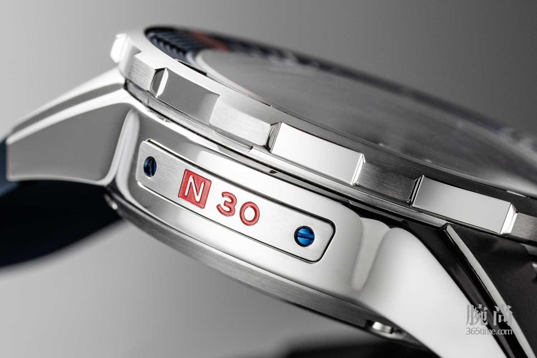 16-Ulysee-Nardin-Diver-Chronometer.jpg