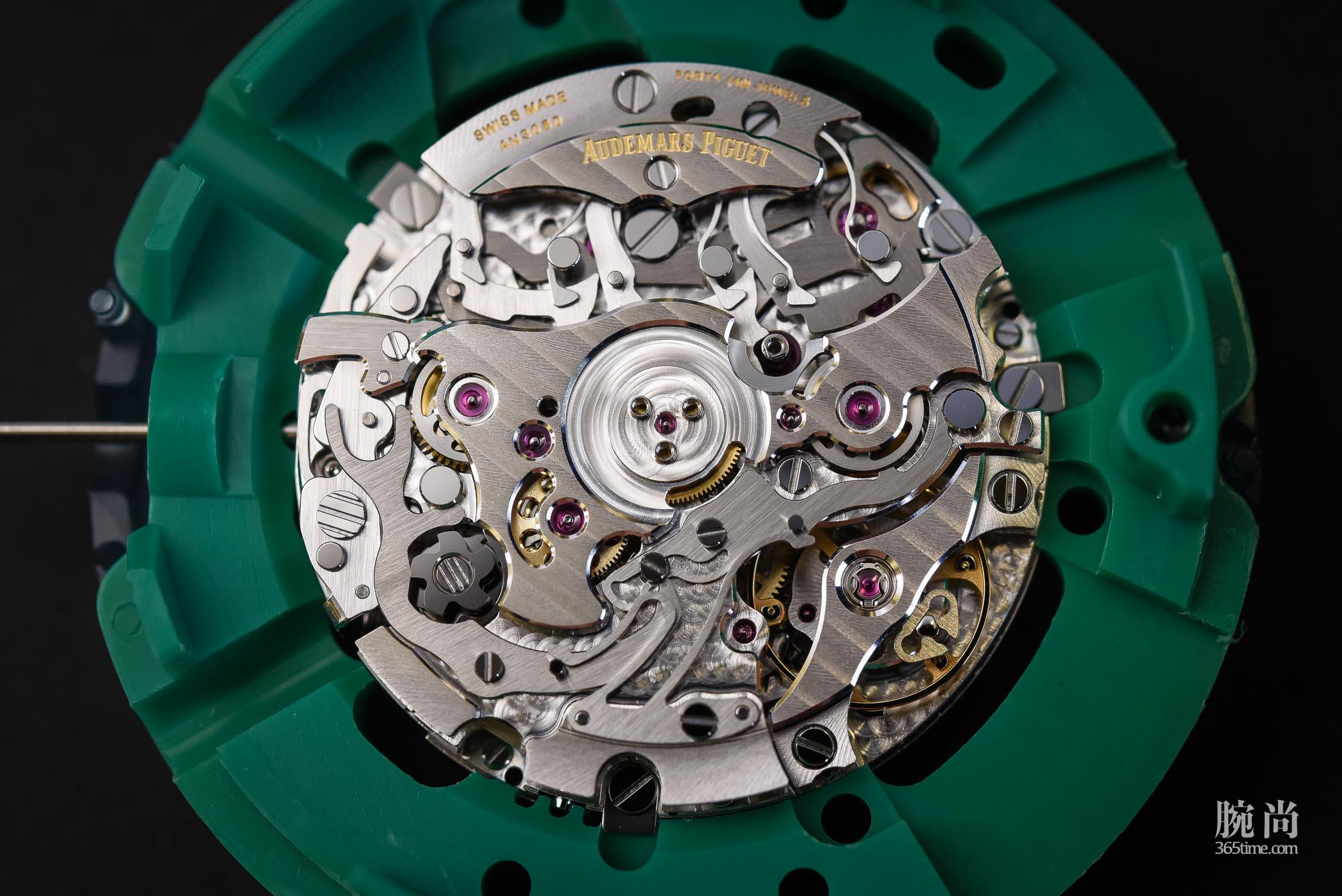 Audemars-Piguet-Calibre-4400-The-New-In-House-Integrated-Chronograph-Code-11.59-2.jpg