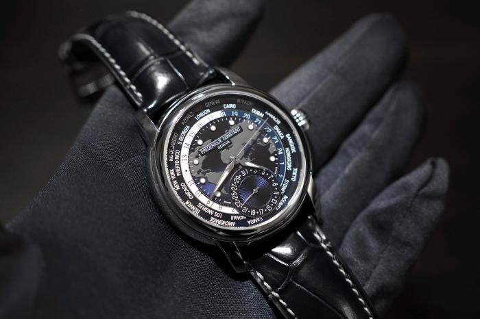 康斯登海军蓝Manufacture系列世界时手表——至繁归于至简!