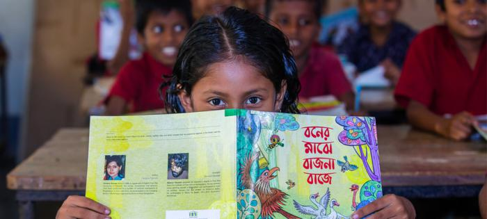 关注教育,变革世界——H. MOSER & CIE.亨利慕时通过 ROOM TO READ 组织为 8,300 名儿童捐资出书