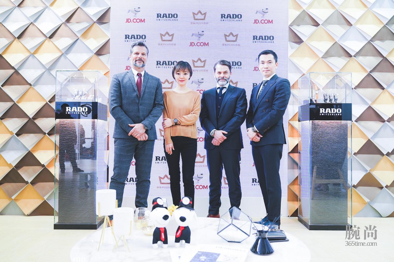 从左至右:RADO瑞士雷达表全球产品管理副总裁哈基姆·阿尔·卡迪里(Hakim El Kadiri)先生、京东商城时尚事业部钟表业务部总经理陈婉女士、RADO瑞士雷达表全球销售副总裁Carlos Cardenas先生、RADO瑞士雷达表中国区品牌经理Wayne Huang先生_图1.jpg