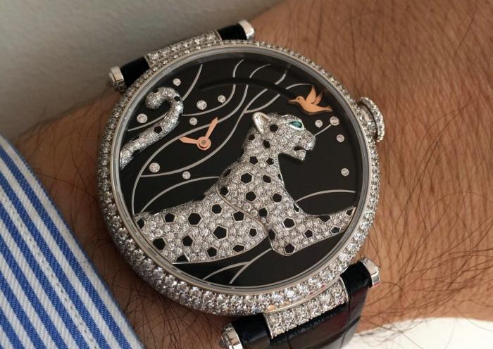 """卡地亚"""" 猎豹与蜂鸟""""按需显示动力储存腕表——方寸间的优雅身形!"""