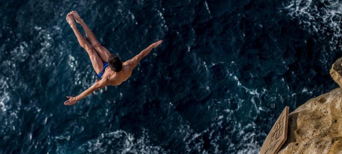 """瑞士美度表携手Red Bull Cliff Diving悬崖跳水全球系列赛 共同呈现""""卓越精准度""""的无限魅力"""