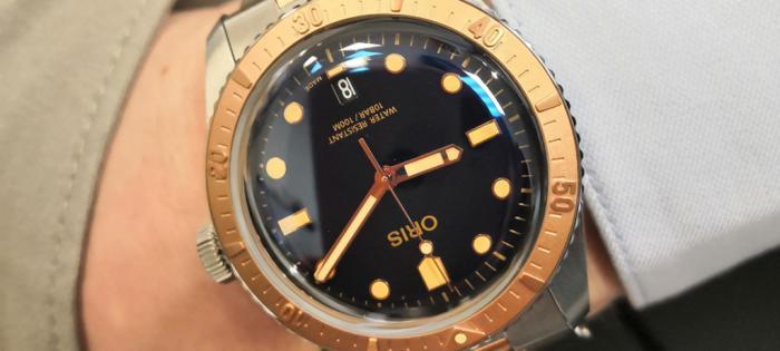 双色格调——豪利时推出新款65年复刻版潜水腕表,青铜浮雕表圈演绎双色格调