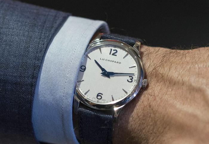 萧邦L.U.C XP超薄精钢腕表——潇洒不羁的优雅蓝!
