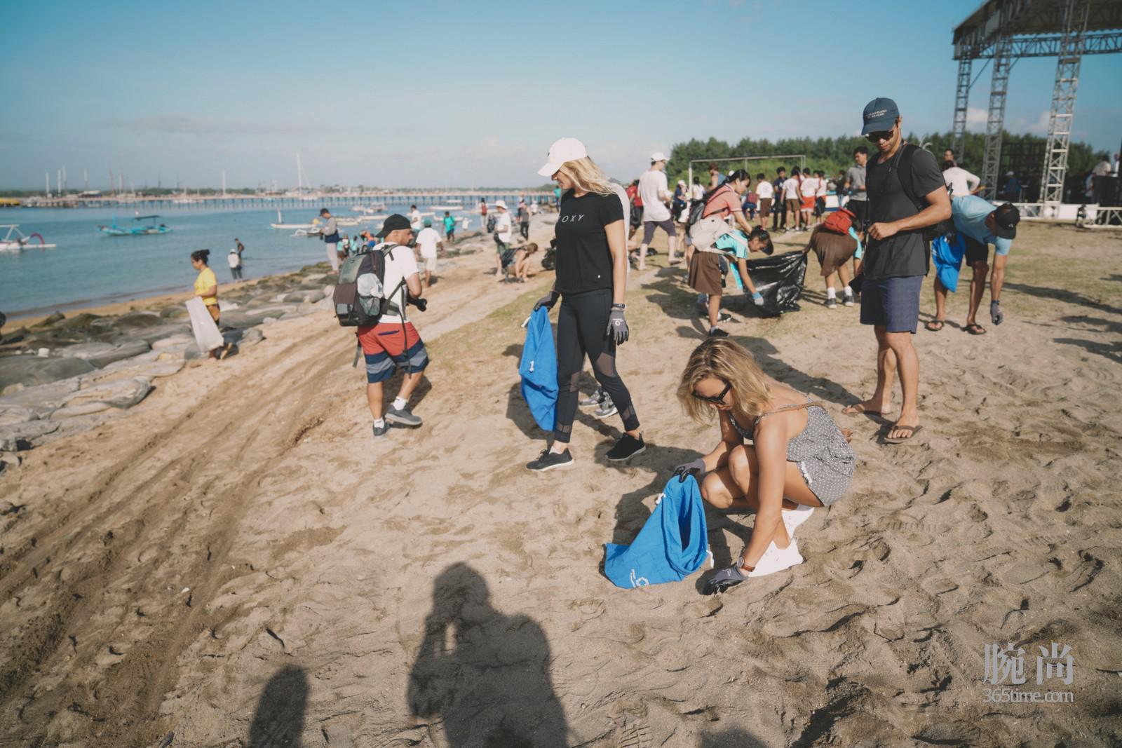 百年灵与海洋保育协联合举合办净滩行动_2.jpg