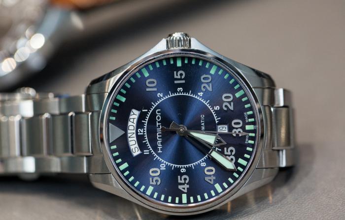汉米尔顿卡其航空飞行员蓝盘双历腕表——宛若湛蓝的天空!