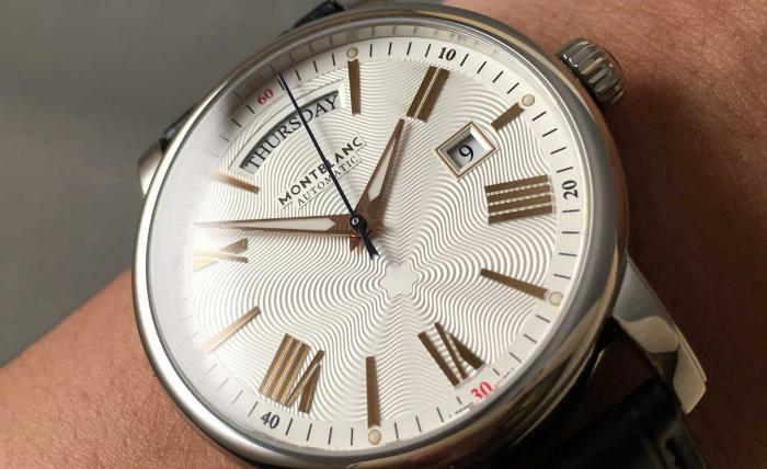 万宝龙4810系列114853星期日历型腕表——简单的'经济适用男'!