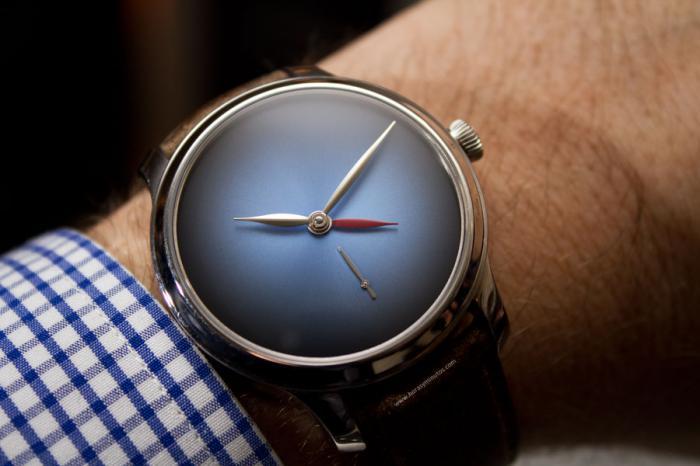 亨利慕时勇创者两地时间概念腕表限量版——简洁精巧的小红针!