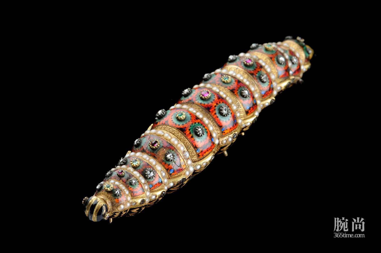 pictures-hi-res-the-silkworm-5_1.jpg