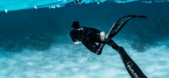在自由潜水世界里,一切都基于精准计时-与汉米尔顿卡其海军系列腕表一道劈波斩浪