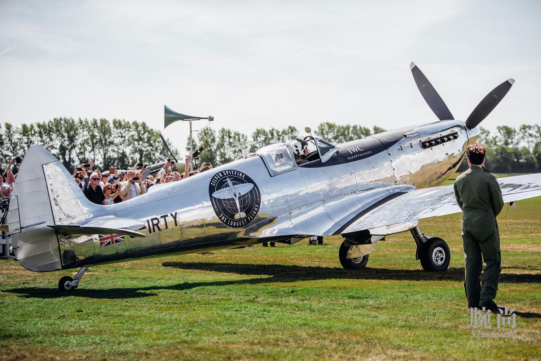 03-IWC-Silver-Spitfire-Takes-Flight.jpg