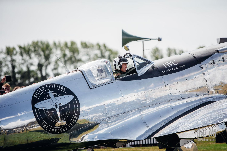 04-IWC-Silver-Spitfire-Takes-Flight.jpg