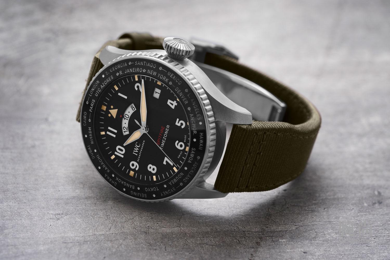 06-IW395501_Pilots-Watch-Timezoner-Spitfire-Edition-The-Longest-Flight.jpg