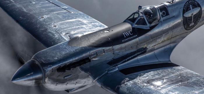 为银色喷火战机的环球之旅而生的IWC万国IW395001飞行员世界时腕表
