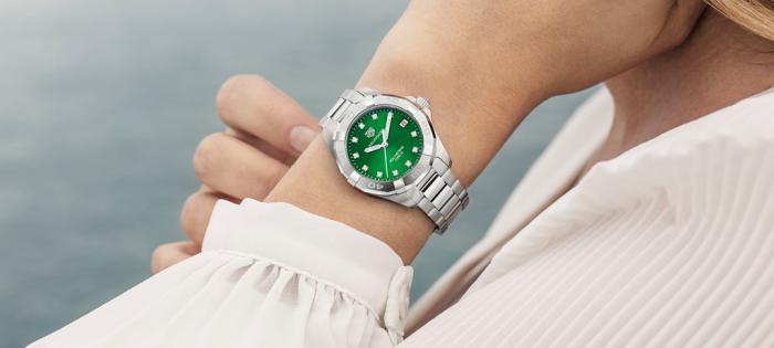 泰格豪雅竞潜系列两款全新翡翠绿盘腕表