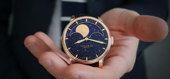 亚诺HM南北半球万年月相表一次把星空和两个月亮放到面盘上