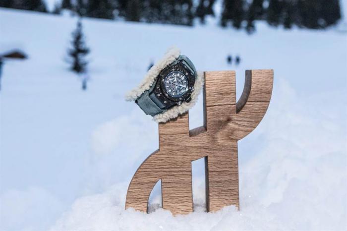 """冬季佩戴手表会不会有""""锦衣夜行""""的尴尬?"""
