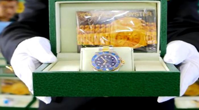一批包装精美,但做工粗糙的侵权劳力士手表,出境过程中被海关拦下