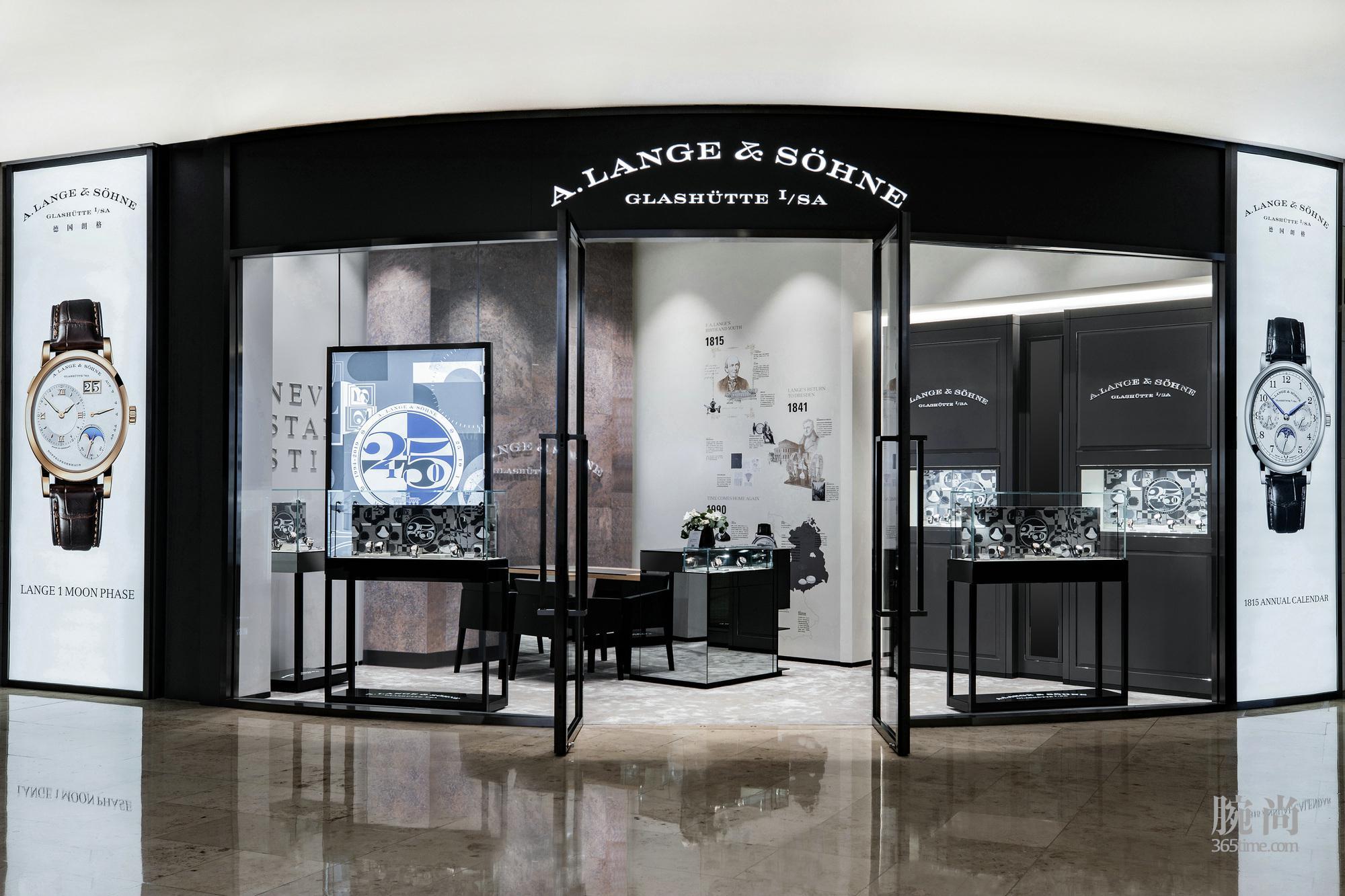 朗格南京德基专卖店位于德基广场二期一楼.jpg