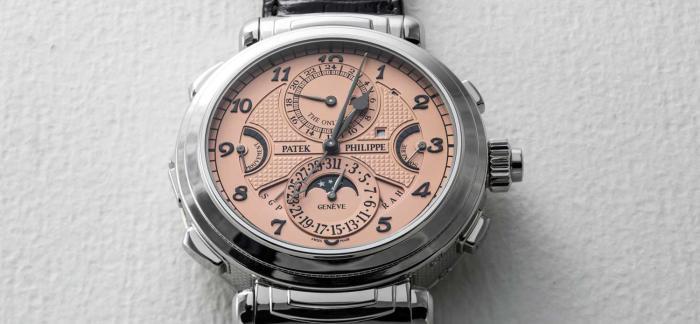 """2.17亿!为什么一枚不锈钢材质的手表可以拍出如此""""天价""""呢?"""