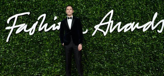 积家携手尼古拉斯•霍尔特亮相英国2019时尚大奖红毯