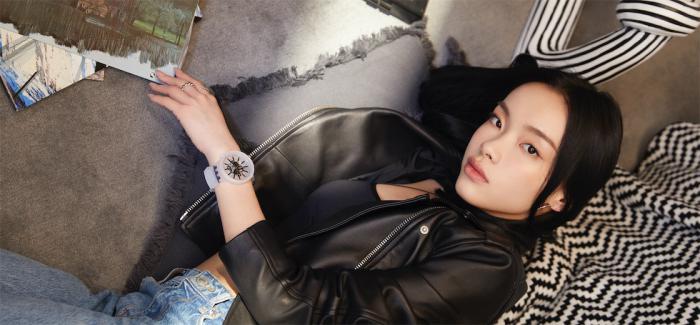 斯沃琪强势携手新锐音乐人刘柏辛-演绎BIG BOLD JELLY腕表全新黑白系列