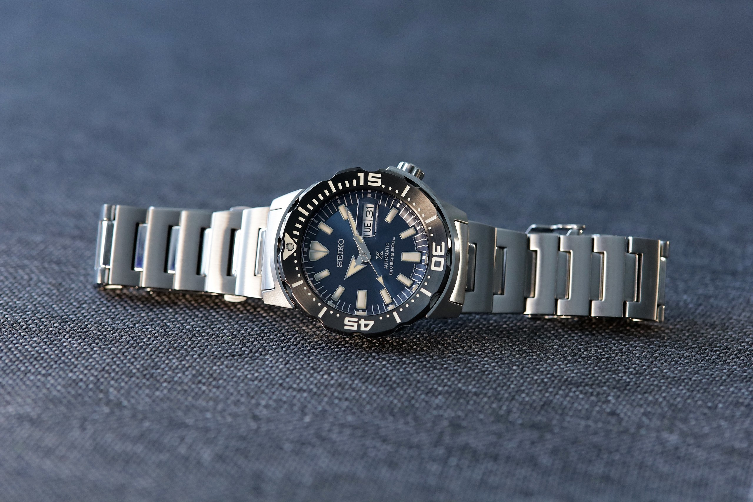 Seiko-Prospex-SRPD25-Monster-Automatic-Diver-full-side-view.jpg