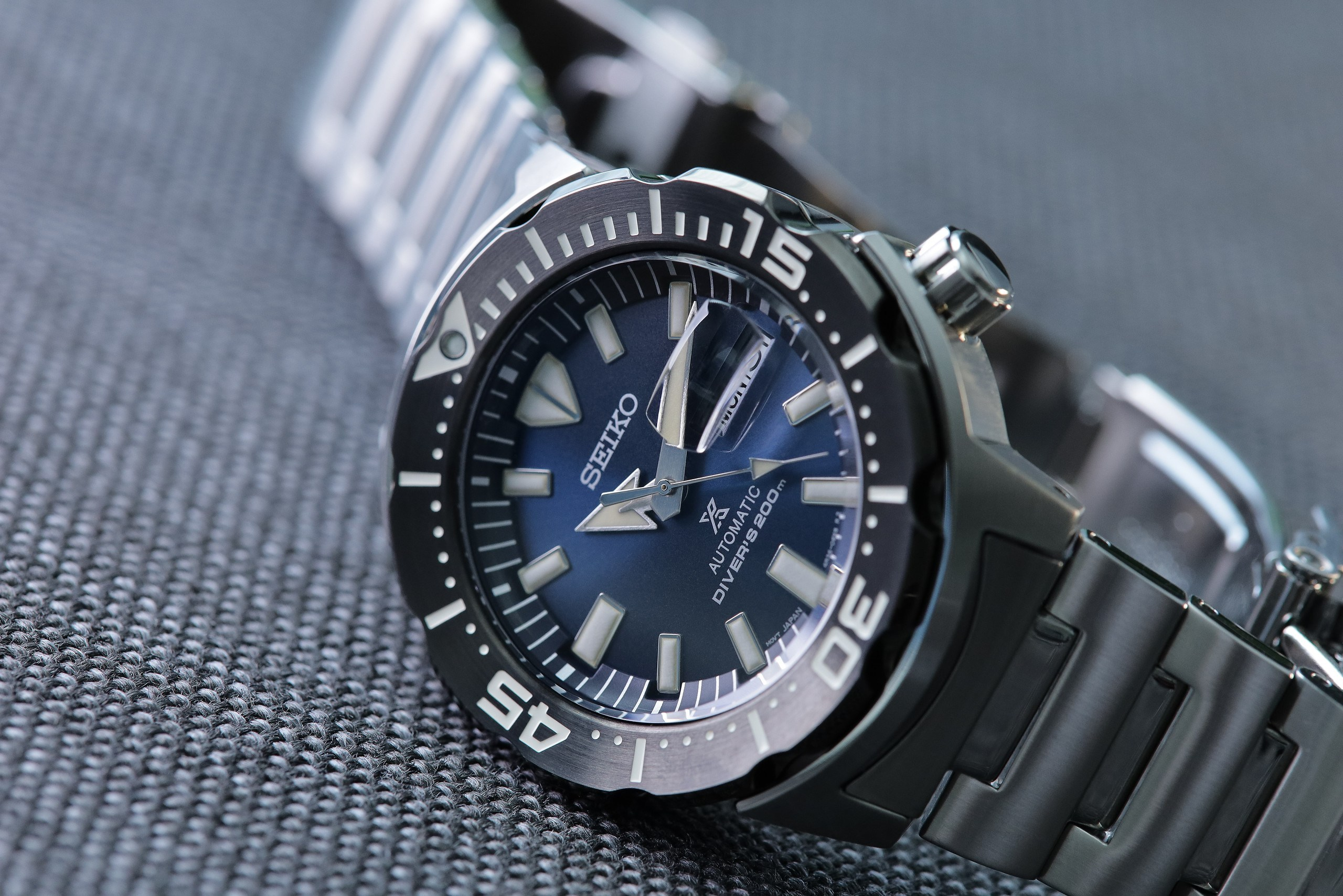 Seiko-Prospex-SRPD25-Monster-Automatic-Diver-angled-side.jpg