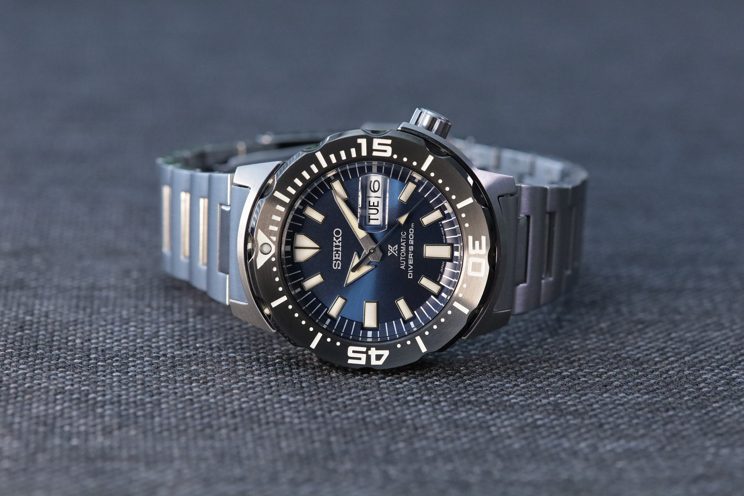 Seiko-Prospex-SRPD25-Monster-Automatic-Diver-front-side.jpg