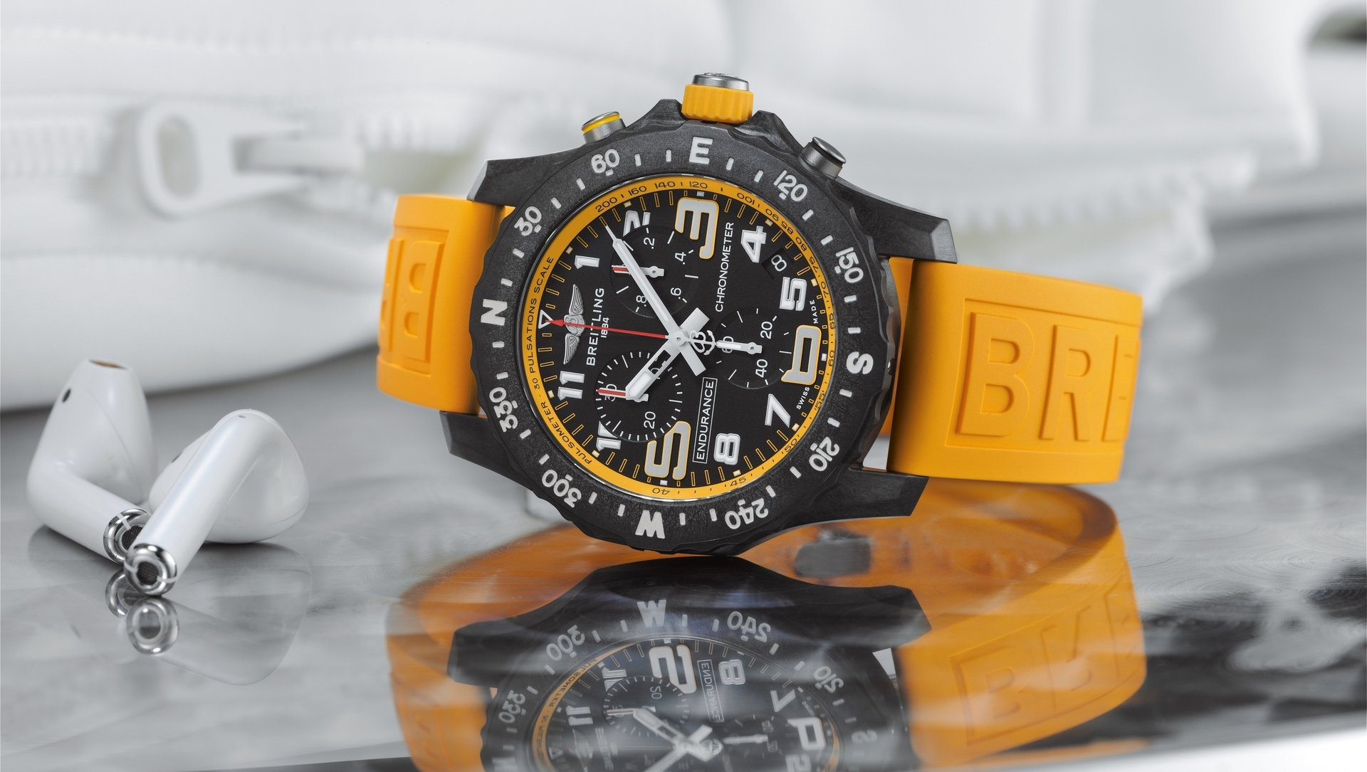 05_endurance-pro-with-a-yellow-inner-bezel-and-rubber-strap.jpg