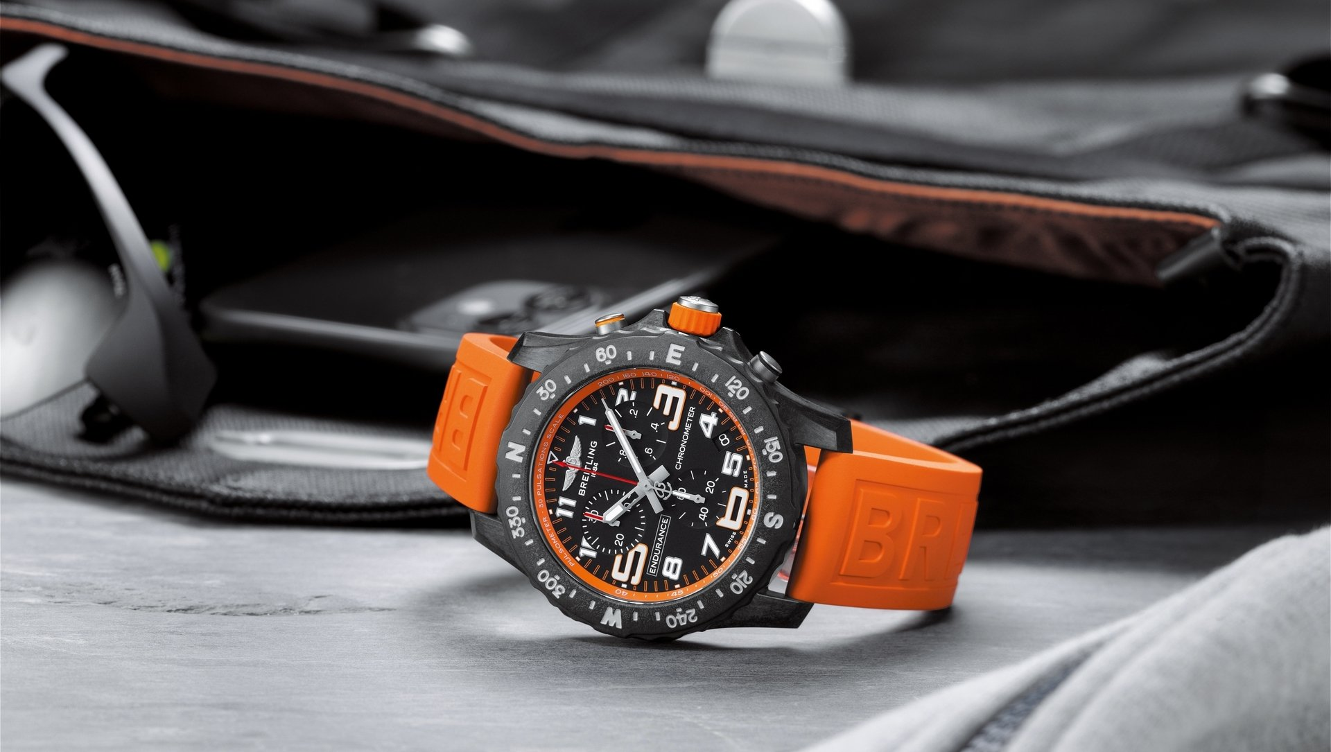 07_endurance-pro-with-an-orange-inner-bezel-and-rubber-strap.jpg