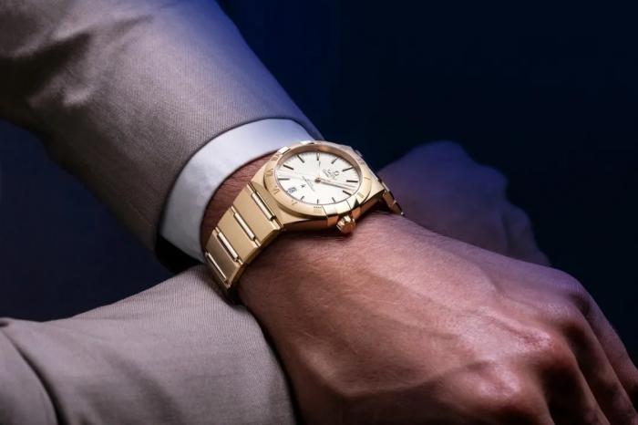 小心!你的手表也可能暴露你的年龄!
