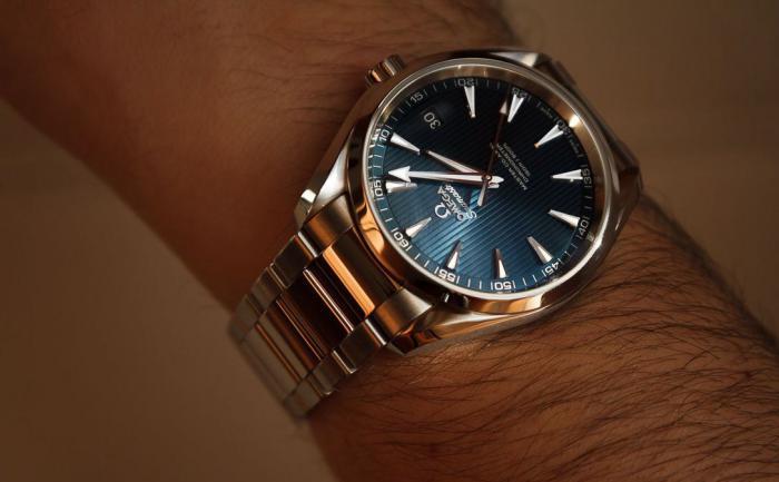 年龄将近50岁,月收入3万,技术管理人员,戴什么手表合适?