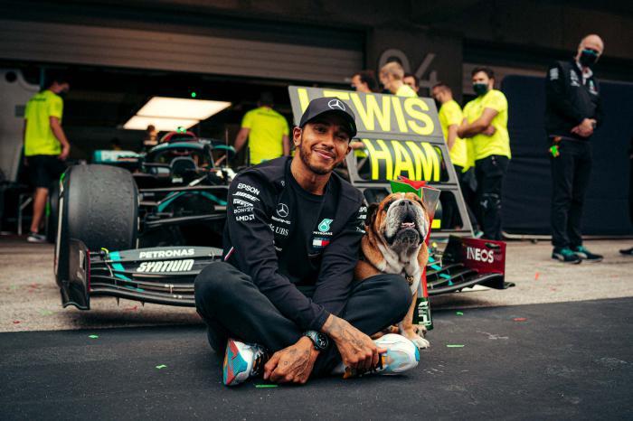 IWC万国表祝贺梅赛德斯-AMG马石油车队及 车手刘易斯·汉密尔顿共创F1历史记录