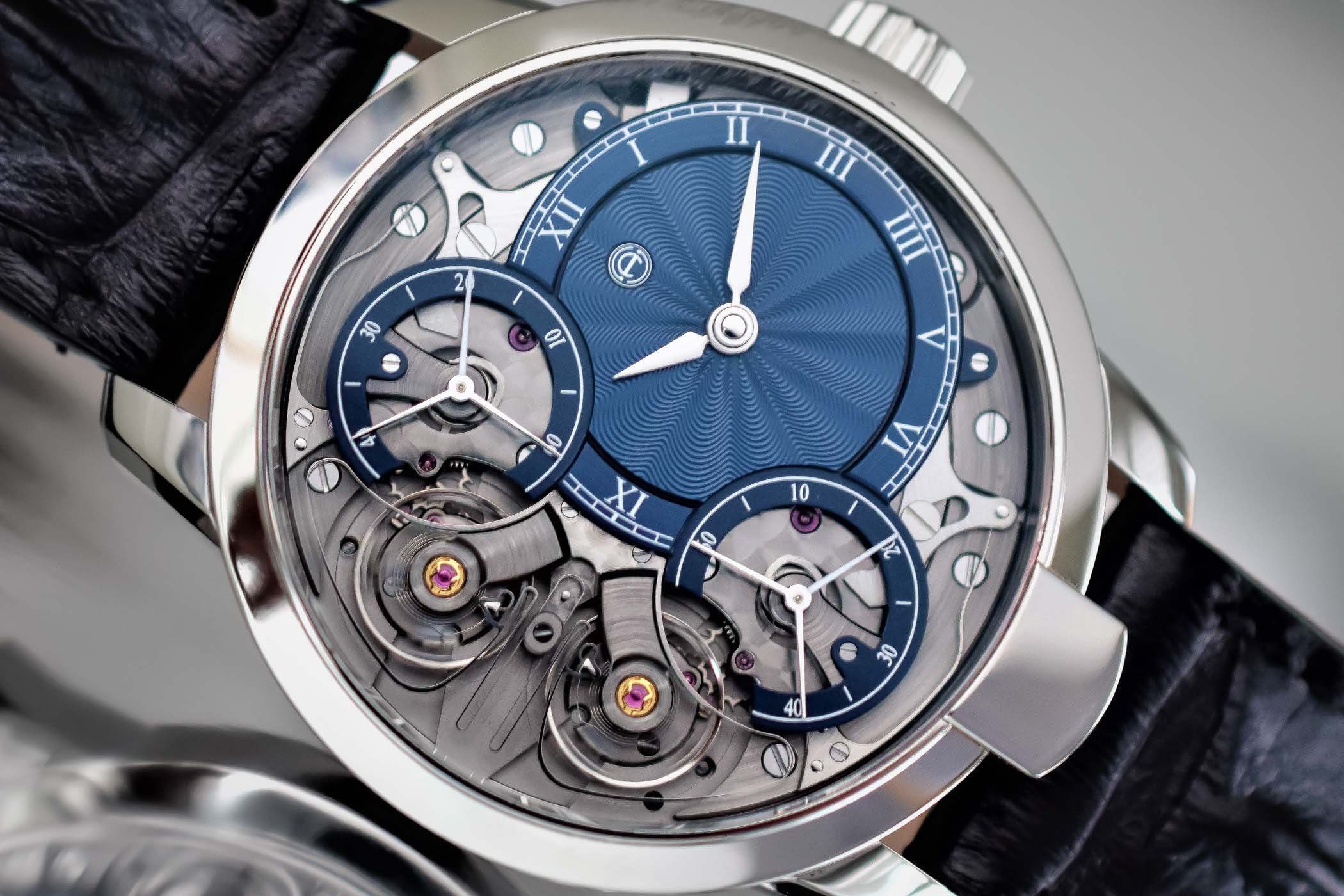 Armin-Strom-Mirrored-Force-Resonance-Guilloche-Dials-by-Voutilainen-2.jpg