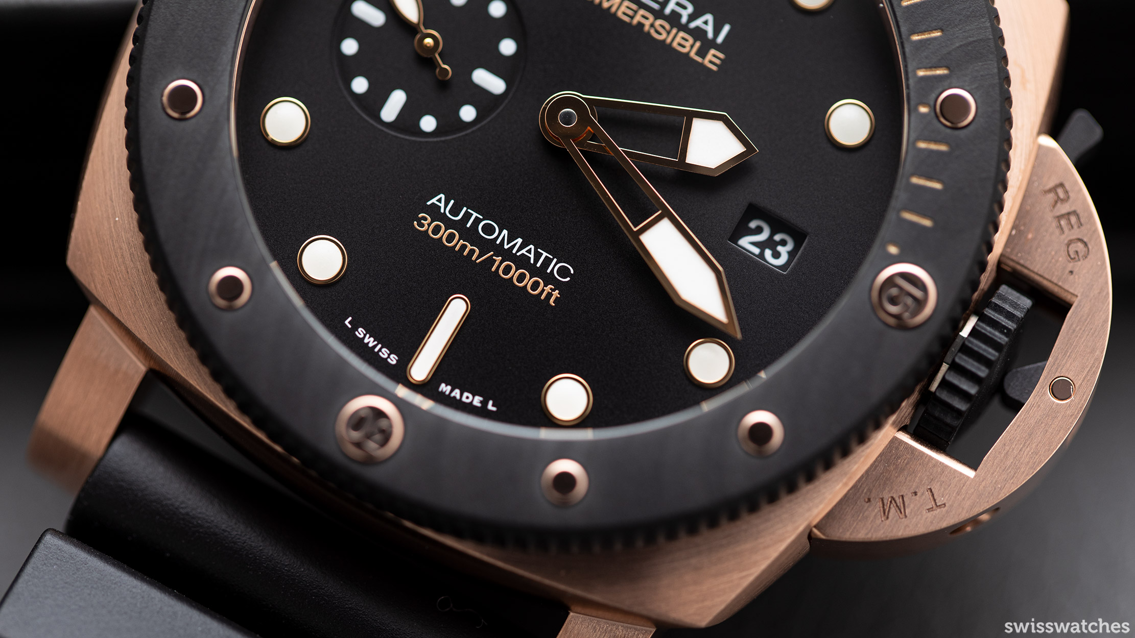 PAM01070-Panerai-Submersible-Goldtech-Orocarbo-Hands.jpg