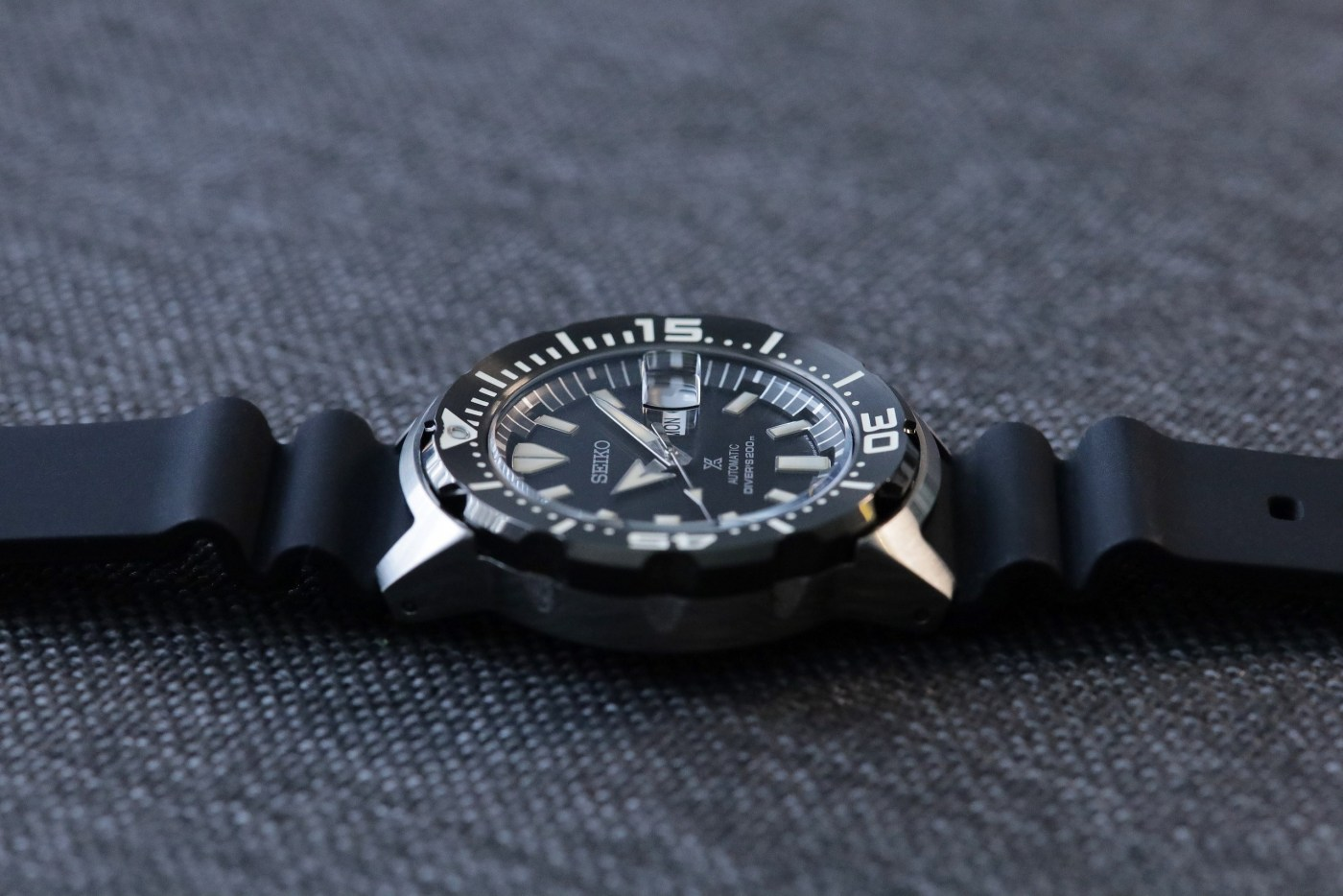 Seiko-Prospex-SRPD27-Monster-Automatic-Diver-side-view.jpg